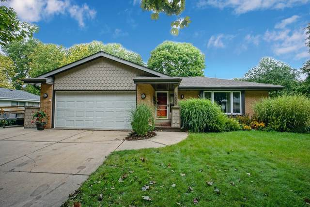 12000 W Lynx Ave, Milwaukee, WI 53225 (#1709469) :: RE/MAX Service First Service First Pros