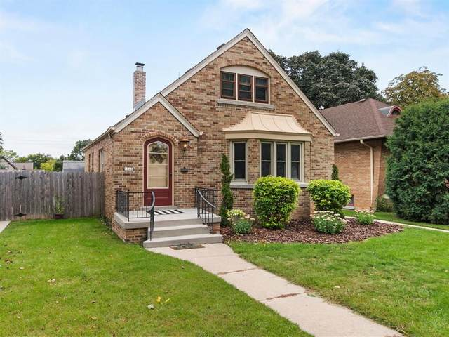 3040 S 49th St, Milwaukee, WI 53219 (#1709513) :: RE/MAX Service First Service First Pros