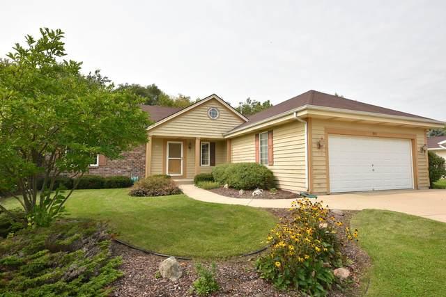 835 N Dries St, Saukville, WI 53080 (#1709740) :: NextHome Prime Real Estate