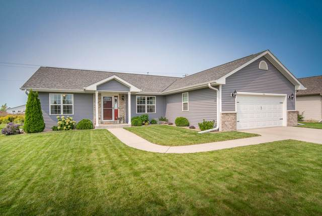 541 Silver Fox Dr S, Kewaskum, WI 53040 (#1709906) :: Tom Didier Real Estate Team
