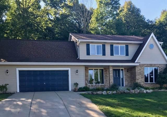 535 N Majesa Hills Ln, Saukville, WI 53080 (#1709914) :: Tom Didier Real Estate Team