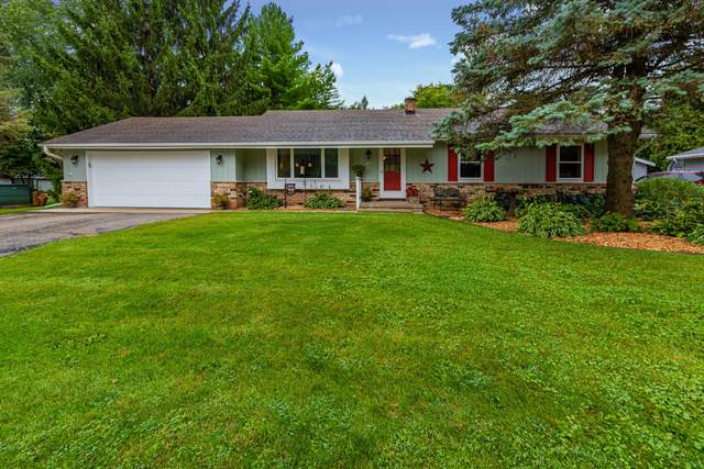 739 E Lisbon Rd, Oconomowoc, WI 53066 (#1709941) :: RE/MAX Service First Service First Pros