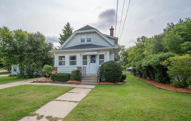 119 E Kilbourn Ave, West Bend, WI 53095 (#1710048) :: Tom Didier Real Estate Team