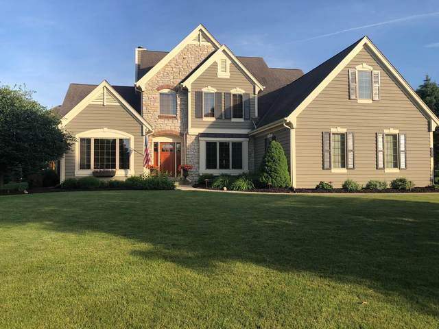 1010 River Reserve Dr, Hartland, WI 53029 (#1710173) :: RE/MAX Service First Service First Pros