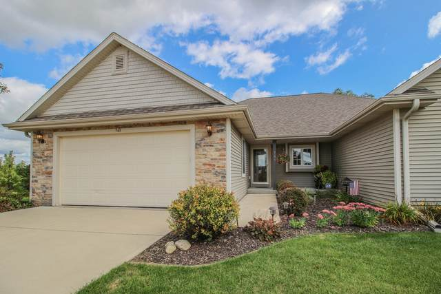 741 Wright Ct, Hartford, WI 53027 (#1710475) :: RE/MAX Service First Service First Pros