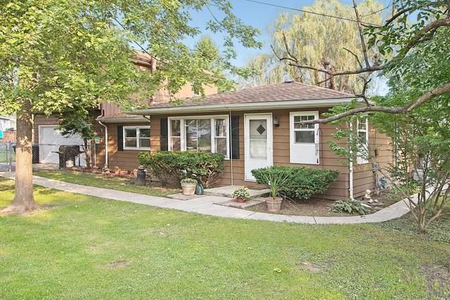 26924 98th St, Salem Lakes, WI 53179 (#1710508) :: Tom Didier Real Estate Team