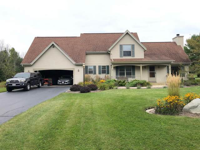 1482 County Rd C, Grafton, WI 53024 (#1710530) :: Tom Didier Real Estate Team