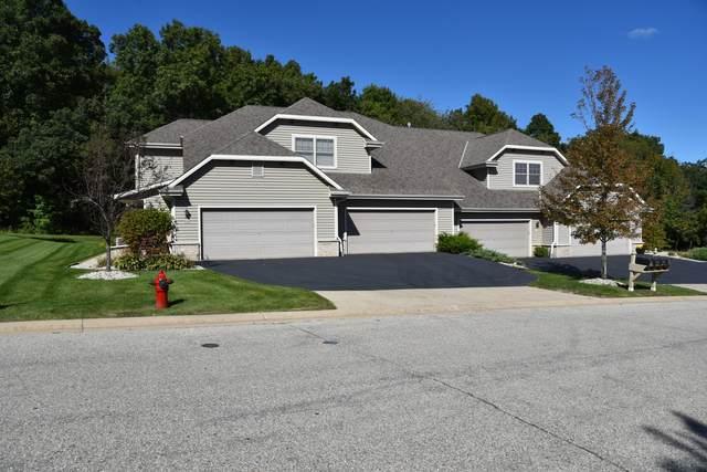 954 Autumn Ridge Ln, Hartford, WI 53027 (#1710645) :: Tom Didier Real Estate Team