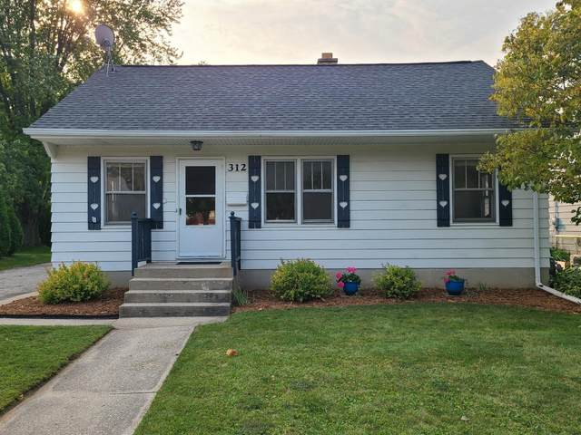 312 S Silverbrook Dr, West Bend, WI 53095 (#1711073) :: OneTrust Real Estate