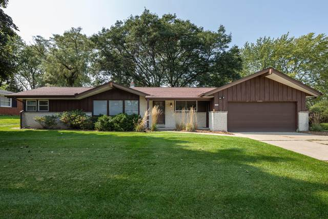 6995 N Beech Tree Dr, Glendale, WI 53209 (#1711260) :: RE/MAX Service First Service First Pros