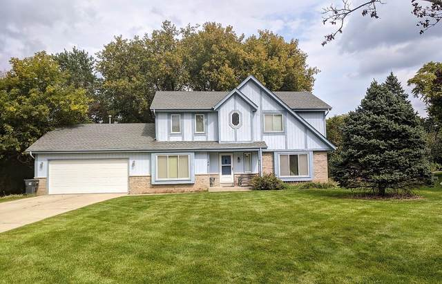 389 Cheshire Ct, Pewaukee, WI 53072 (#1711616) :: RE/MAX Service First Service First Pros