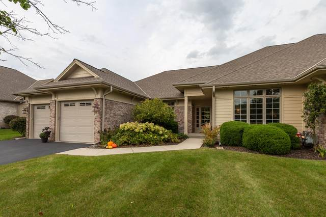 7582 W Heron Pond Dr, Mequon, WI 53092 (#1711661) :: RE/MAX Service First Service First Pros