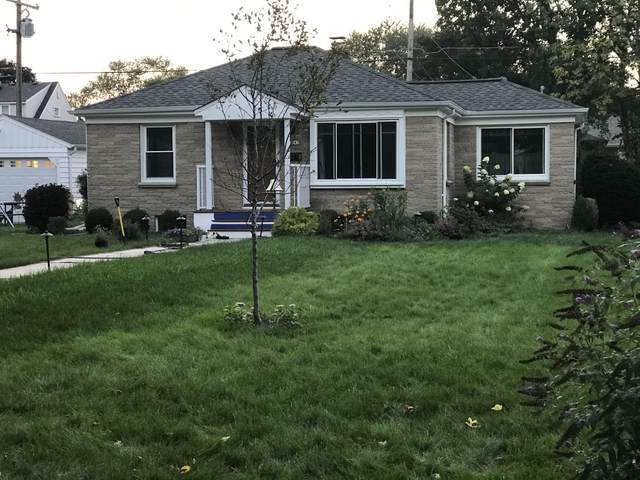 3243 S 97th St, Milwaukee, WI 53227 (#1711791) :: RE/MAX Service First Service First Pros