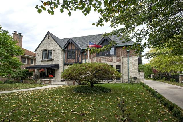 2722 E Newton Ave, Shorewood, WI 53211 (#1712048) :: Tom Didier Real Estate Team