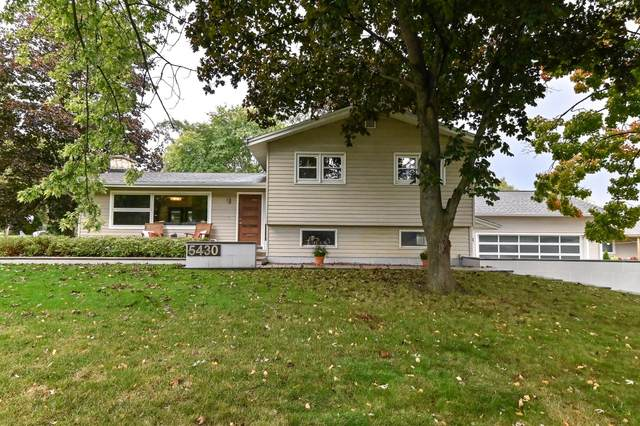 5430 S La Salle Dr, New Berlin, WI 53151 (#1712392) :: RE/MAX Service First Service First Pros