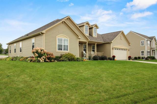 1407 Applewood Cir, Mukwonago, WI 53149 (#1712521) :: Tom Didier Real Estate Team