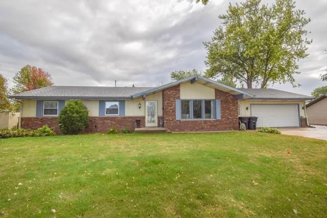 10323 W Steeple View Ln, Franklin, WI 53132 (#1712598) :: Tom Didier Real Estate Team
