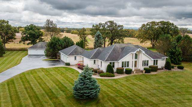 40725 Sherwood Ct, Wheatland, WI 53105 (#1712792) :: Tom Didier Real Estate Team