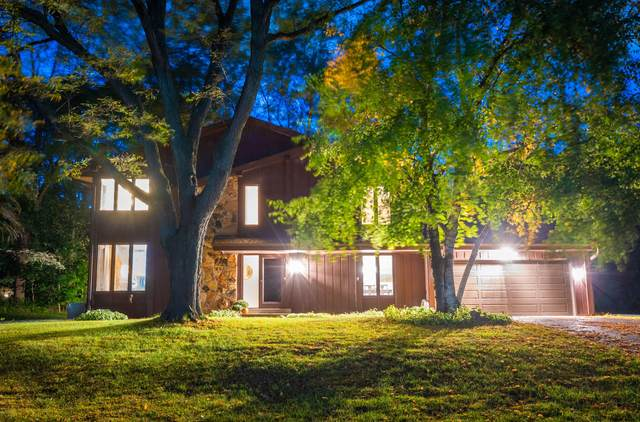 605 Forest Grove Ln, Brookfield, WI 53005 (#1713063) :: RE/MAX Service First Service First Pros