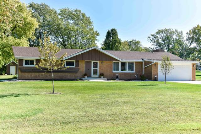 3200 S 146th St, New Berlin, WI 53151 (#1713605) :: Tom Didier Real Estate Team