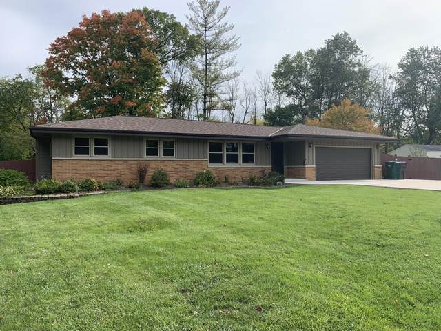 4620 S Clearwater Pl, New Berlin, WI 53151 (#1713616) :: RE/MAX Service First Service First Pros