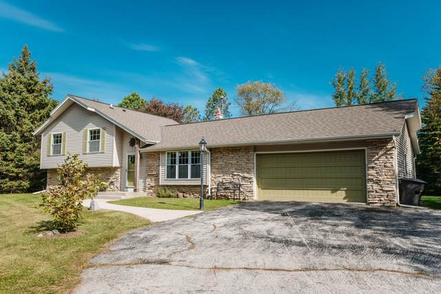 S75W31524 Arbor Dr, Mukwonago, WI 53149 (#1713683) :: RE/MAX Service First