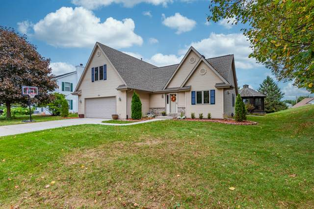 1003 Auburn Rd, West Bend, WI 53090 (#1713684) :: Tom Didier Real Estate Team