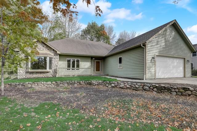 W226N7460 Woodland Creek Dr, Sussex, WI 53089 (#1713742) :: RE/MAX Service First Service First Pros