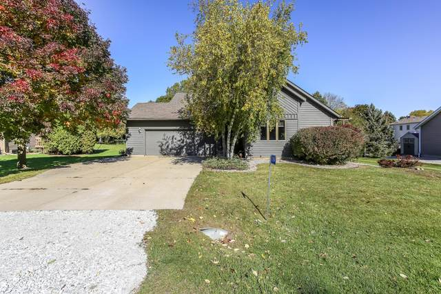 1154 Spyglass Ct, Twin Lakes, WI 53181 (#1713847) :: RE/MAX Service First Service First Pros