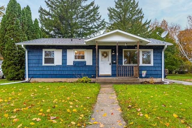 727 9th Ave, Grafton, WI 53024 (#1714138) :: Tom Didier Real Estate Team