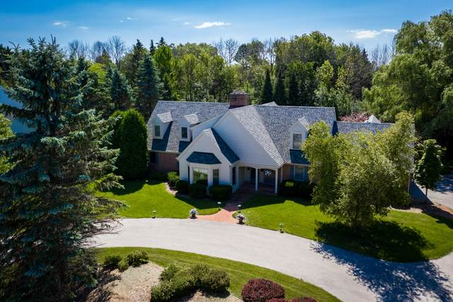 215 E Trillium Ct, Mequon, WI 53092 (#1714157) :: OneTrust Real Estate