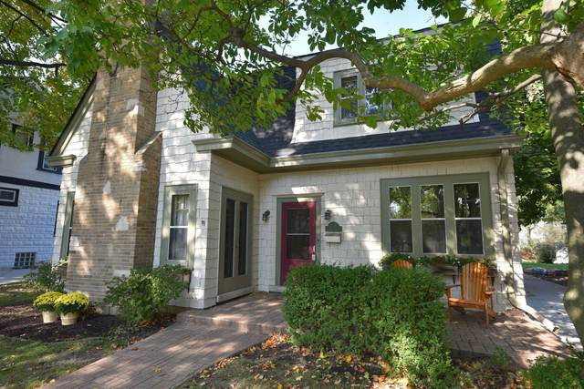 7108 W Wisconsin Ave, Wauwatosa, WI 53213 (#1714184) :: Tom Didier Real Estate Team