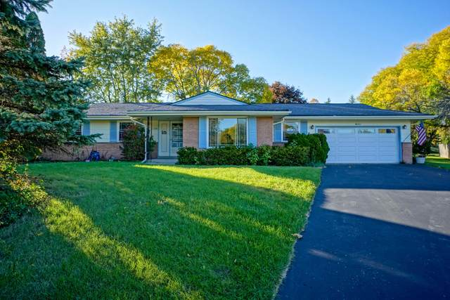 13950 W Forest Knoll Ct, New Berlin, WI 53151 (#1714226) :: RE/MAX Service First Service First Pros