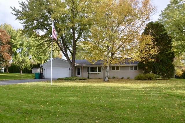 N48W16514 Lone Oak Ln, Menomonee Falls, WI 53051 (#1714447) :: Tom Didier Real Estate Team