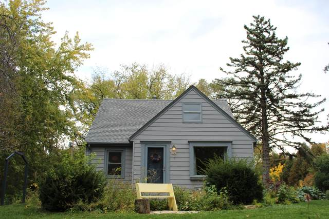 4706 N 105th St, Wauwatosa, WI 53225 (#1714509) :: OneTrust Real Estate