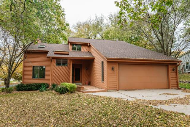 20230 Liberty Ct, Brookfield, WI 53045 (#1714771) :: RE/MAX Service First Service First Pros