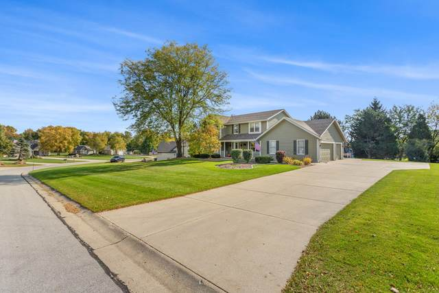 13925 W Sun Valley Dr, New Berlin, WI 53151 (#1714841) :: RE/MAX Service First