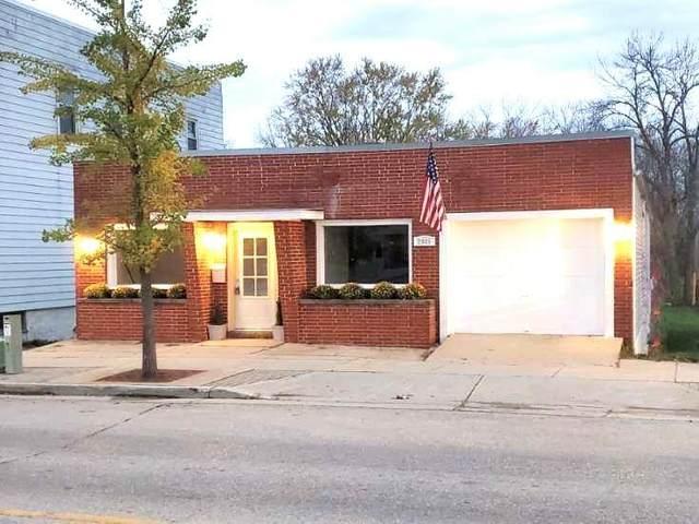 2905 N Brookfield Rd, Brookfield, WI 53045 (#1714862) :: Tom Didier Real Estate Team