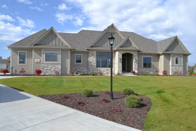 6157 S Grouse Hollow Ct, New Berlin, WI 53151 (#1714867) :: RE/MAX Service First Service First Pros
