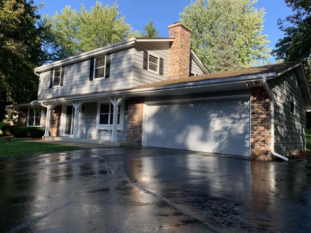 724 St Johns Dr, Delafield, WI 53018 (#1714929) :: RE/MAX Service First