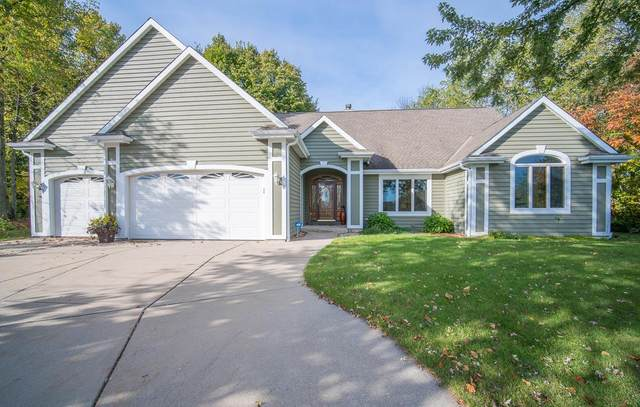 4495 S Foxwood Blvd, Greenfield, WI 53228 (#1714987) :: OneTrust Real Estate