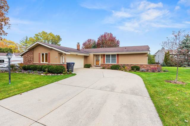 14080 W Wilbur Dr, New Berlin, WI 53151 (#1715225) :: RE/MAX Service First Service First Pros