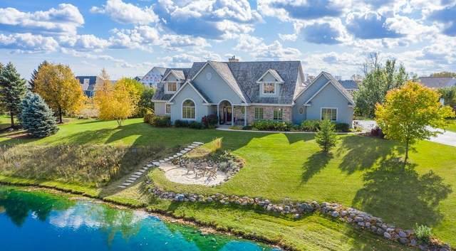 8201 W Elizabeth Ct, Mequon, WI 53097 (#1715436) :: OneTrust Real Estate