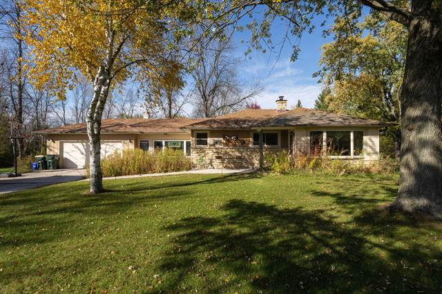 1812 W Ranch Rd, Mequon, WI 53092 (#1715519) :: Tom Didier Real Estate Team