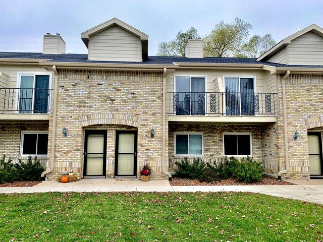 1128 W Baldwin Ct, Mequon, WI 53092 (#1715728) :: Tom Didier Real Estate Team