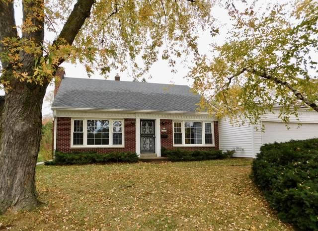 N88W17064 Main St, Menomonee Falls, WI 53051 (#1715765) :: Tom Didier Real Estate Team