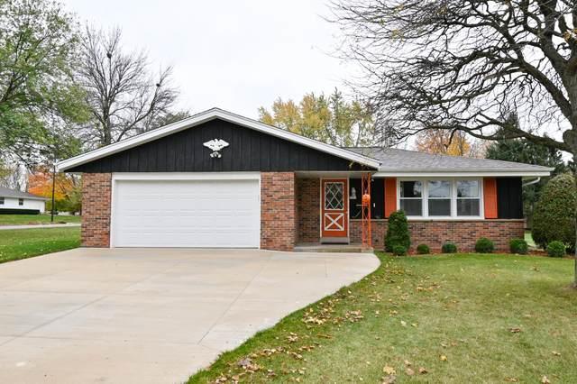 5301 Robin Dr, Greendale, WI 53129 (#1715930) :: OneTrust Real Estate