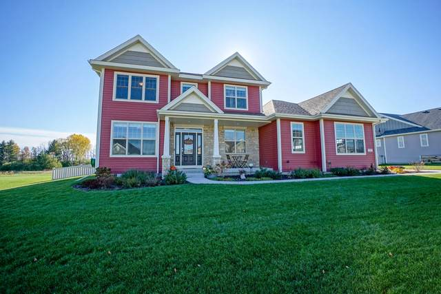 7905 W Mourning Dove Ln, Mequon, WI 53097 (#1715971) :: RE/MAX Service First