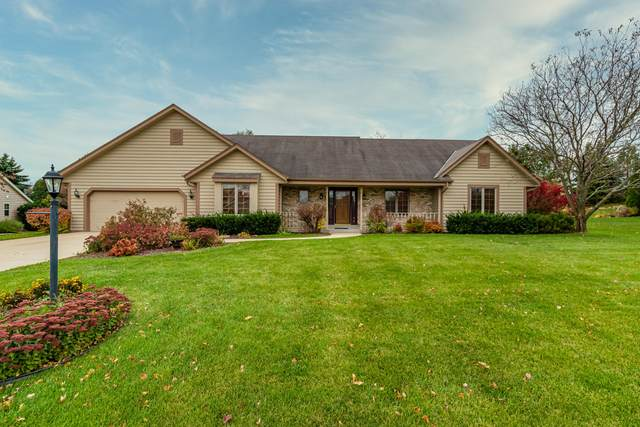 13765 W Maria Dr, New Berlin, WI 53151 (#1715979) :: Tom Didier Real Estate Team