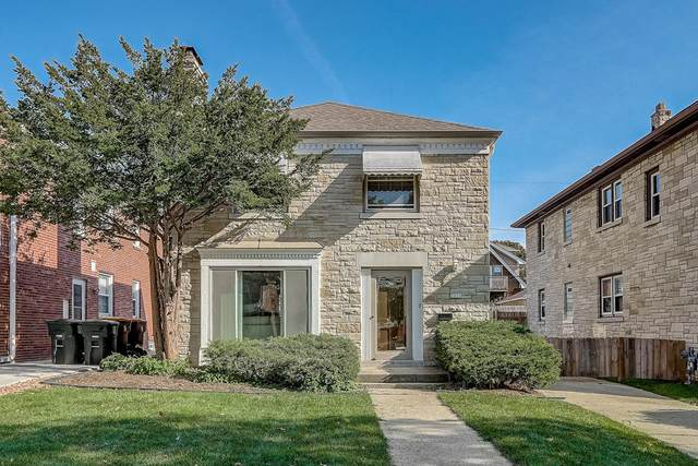 2656 N 63rd St, Wauwatosa, WI 53213 (#1715991) :: RE/MAX Service First Service First Pros